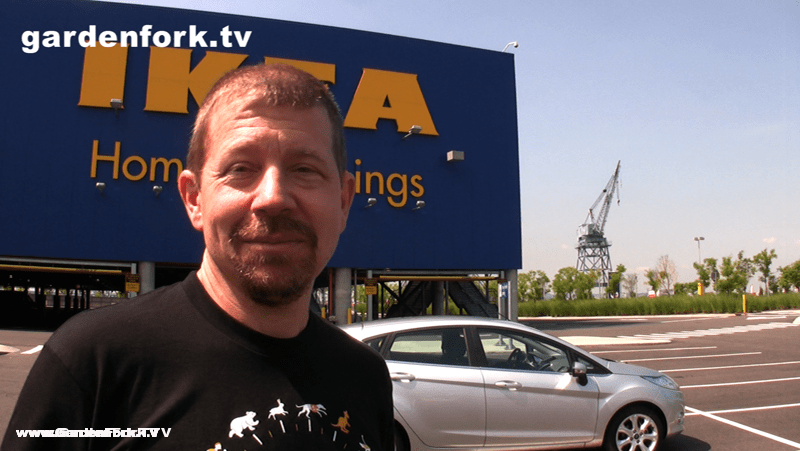 eric in Ikea parking lot with Gardenfork Ford Fiesta