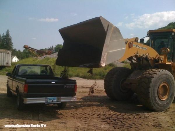The GardenFork.TV F150 gets a load of soil
