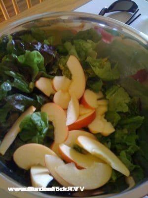 super easy salad recipe on www.gardenfork.tv