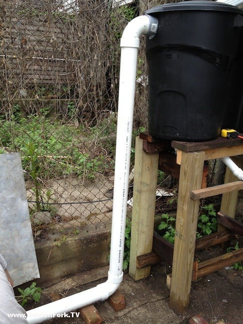 Diy rain barrel system 8 gardenfork tv diy living for Diy small rain barrel