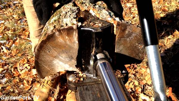split wood with a log splitter