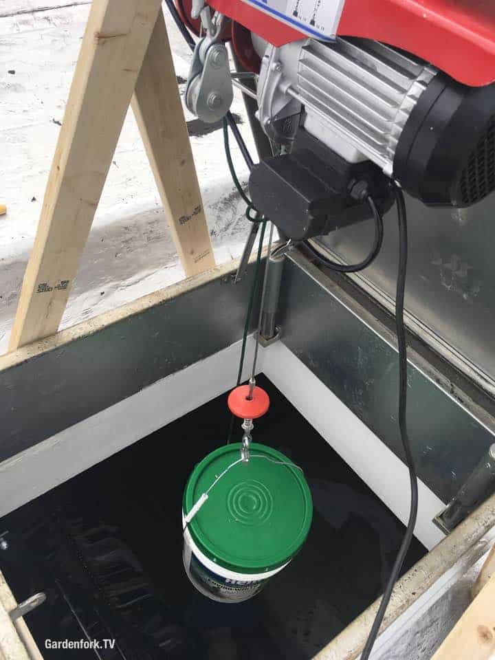 Winch lifing bucket to roof